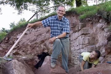 Wie bergen wir nun die tonnenschweren Steine vor der Ringmauerecke?