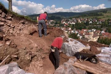 Holger und Peter suchen die Nordost-Ecke der Ringmauer.