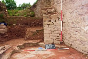 Die rechte Torwange hatte man nachträglich durch einen Sandsteinpfeiler verstärkt.