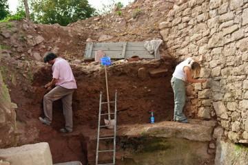 Die Grabensohle bildete der anstehende Fels.