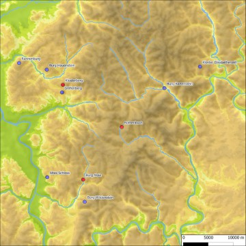 Seit 2004 durch das ASP archäologisch untersuchte hochmittelalterliche Anlagen der Grafen von Reineck (blau) und der Erzbischöfe von Mainz (rot). Karte: Jürgen Jung, Spessart-GIS
