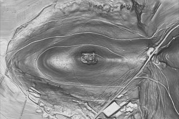 Der Klosterberg in einer DGM-Böschungsschummerung in Grauwert-Darstellung (1100m x 734m). Datengrundlage: Bayerische Vermessungsverwaltung; Bearbeiter: Karl-Heinz Gertloff, Egelsbach