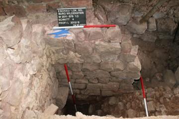 Blick in den freigelegten Zwickel des nachträglich in den Palas eingebauten Tonnengewölbes