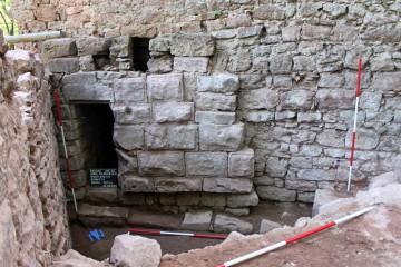 Für den Bau des Schießschartenraums westlich des Palas wurden Buckelquader älterer, zerstörter oder abgetragener Bauteile verwendet.