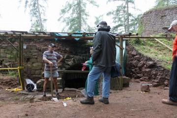 """Für zwei Tage erhielt das Wildensteiner Grabungsteam Unterstützung durch die """"Maulwürfe"""" vom Gotthardsberg."""