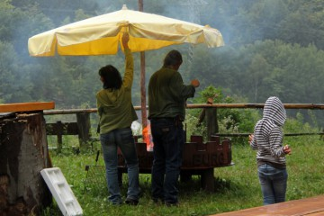 Eine neue Erfahrung: Grillen im strömenden Regen :-)
