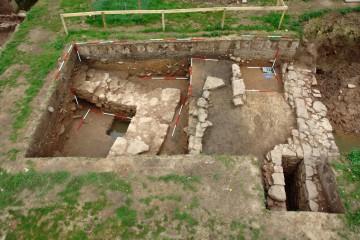 Auf einer Grundfläche von weniger als 400 Quadratmetern erhob sich im 14. Jahrhundert in den Niederungen der Elsava bei Heimbuchenthal eine kleine Burganlage.