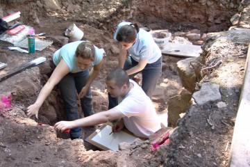 """Befundansprache und -abgrenzung auf archäologischen Grabungen - gerne auch als """"Schichten-Bingo"""" bezeichnet."""