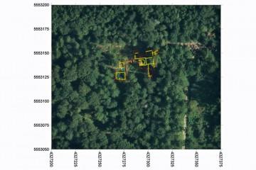 Luftbild mit überlagerten Grabungsbefunden. Datengrundlage: Bayerische Vermessungsverwaltung; Bearbeiter: Karl-Heinz Gertloff, Egelsbach