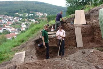 Der Geschichts- und Burgverein gräbt fleißig mit.