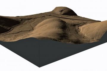 3D-Ansicht auf den DGM-Ausschnitt aus Südosten: Der am Ende des Bergrückens gelegene Ringwall ist selbst aus dieser Perspektive nicht zu sehen (Gelände 2-fach überhöht). Datengrundlage: Hessische Verwaltung für Bodenmanagement und Geoinformation; Bearbeiter: Karl-Heinz Gertloff, Egelsbach