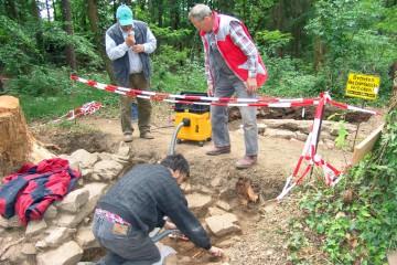 Für die meisten Haibacher stellte der Fund des Burghundes das größte Ereignis in der zweijährigen Ausgrabungstätigkeit auf der Ketzelburg dar.