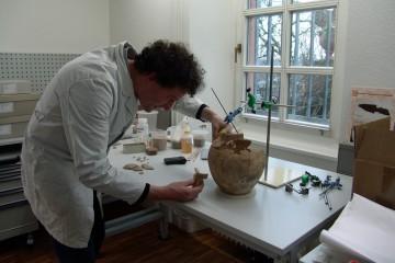 Viele Funde von der Ketzelburg erfuhren in den Restaurierungswerkstätten der Museen der Stadt Aschaffenburg eine sorgfältige Analyse und Konservierung.
