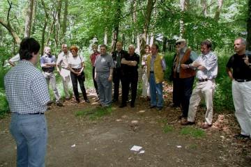 Bei einer Führung von Gerrit Himmelsbach im Juni 2001 war von den Strukturen der Steinbauten auf der Ketzelburg noch nichts zu sehen.