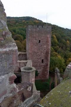Nicht nur große Burganlagen wie die Henneburg bei Stadtprozelten bestimmen die Kulturlandschaft Spessart.