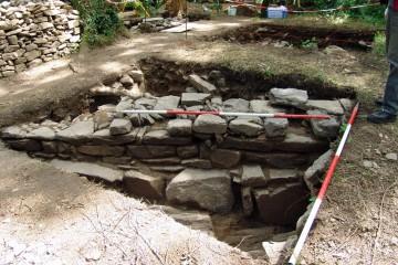Schnitt 4 nach dem Abgraben bis auf den gewachsenen Felsen