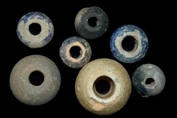 In spätmittelalterlichen Siedlungen und Burgen findet man eine Vielzahl von Spinnwirteln. Je nach dem zu verarbeitenden Material konnten diese ganz unterschiedlich groß sein.