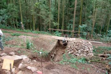 Der Grabenschnitt konnte auf den gewachsenene Felsen abgetieft werden.
