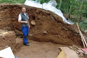 Eine Herausforderung stellt auch das Putzen der hohen Profile im Grubenhaus dar.