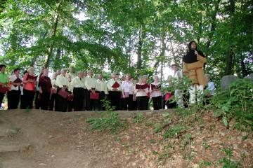Heute wurde nicht gearbeitet sondern gefeiert: Die Serenade der Sängervereinigung Haibach 1887 e.V. auf der Ketzelburg fand viel Zuspruch.
