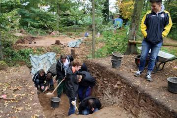 Drei Tage durften Schüler des Gymnasiums in Hösbach mitgraben.