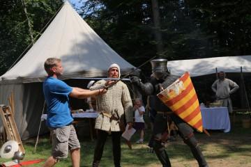 Eine beliebte Attraktion des Ketzelburgfestes 2015 war die Einführung in den mittelalterlichen Schwertkampf.