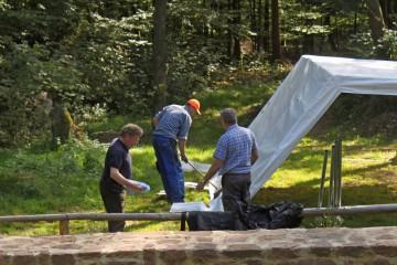 Da sich das Grabungsende nähert sich, wurde heute bei schönem Wetter das Zelt abgebaut.