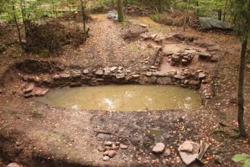 Der Teich erfüllt nach wenigen Regenfällen wieder seine einstmalige Funktion.
