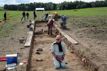 """Das Feine nach dem Groben: Thomas scheint in Anbetracht der großen Fläche, die """"geputzt"""" werden muss, fast zu verzweifeln."""