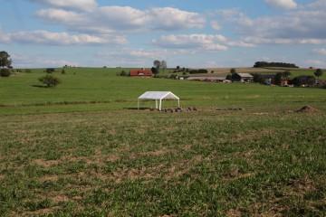 Da steht ein Zelt in der Flur... sowohl bei Regen als auch in der prallen Sonne ein wichtiges Utensil.