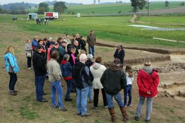 """Am heutigen """"Tag der offenen Grabung"""" wurde die Öffentlichkeit ausgiebig über die bisherigen Grabungsergebnisse informiert."""