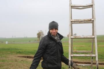 Leiter-Johnny alias David. Gegen schlechtes Wetter hilft nur gute Laune.