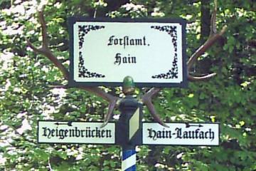 Der Wegweiser Hirschhörner nach seiner Restaurierung im Jahr 2004
