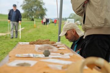 Beim Grabungsfest wurden erstmals auch die vor Ort geborgenen Funde gezeigt.