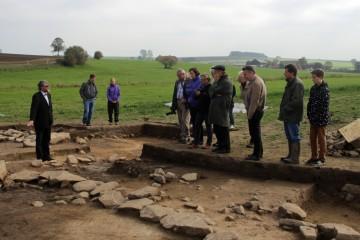 Anlässlich des 8. Symposiums zur Burgenforschung im Spessart im Oktober 2015 konnten Fachleute die Grabungsbefunde begutachten.