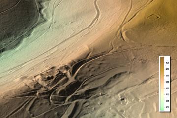 Visualisierung des Digitalen Geländemodells DGM1 als 3D-Schrägansicht mit farbcodierten Geländehöhen. Datengrundlage: Bayerische Vermessungsverwaltung; Bearbeiter: Karl-Heinz Gertloff