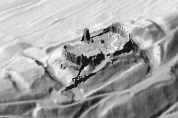 3D-Schrägansicht auf das Digitale Geländemodell mit den Mauern der Burgruine. Datengrundlage: Bayerische Vermessungsverwaltung; Bearbeiter: Karl-Heinz Gertloff