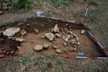Die Wallschüttung wies nur an ihrem Fuß eine lockere Steinstückung auf.