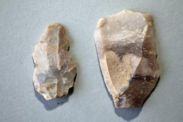 Bei diesen Stücken könnte es sich um schaber- oder klingenartige Werkzeuge handeln.