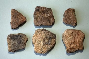 Die vorherrschende Warenart der frühmittelalterlichen Keramik: grobe handgemachte Irdenware