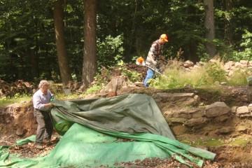 Nach und nach wird die Grabung aus dem Dornröschenschlaf geholt.