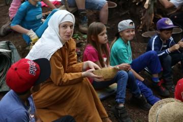 Für die Schüler gab es jede Menge Mittelalter zum Anfassen ...