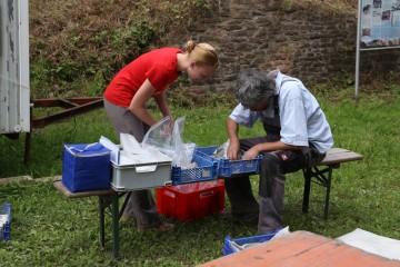 Bianca und Harald beim Scherbenkrusteln