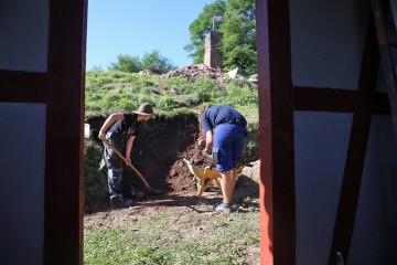 In der dritten Grabungswoche wird der zweite Grabungsschnitt in Angriff genommen.