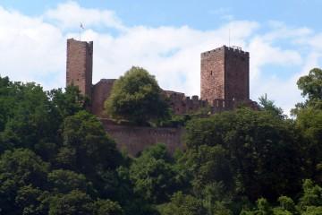 Auch ein Teil der Burglandschaft: Die Henneburg bei Stadtprozelten