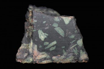 Das Porphyrfragment wurde im Jahre 2011 bei Grabungen auf dem Gotthardsberg bei Amorbach gefunden. Der Stein stammt aus Griechenland.