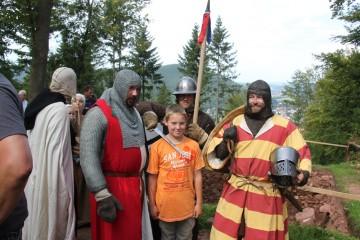 So wurde er unverhofft von den Rittern mit Beschlag belegt.