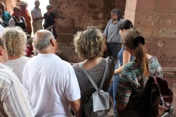 Auch in der Kirchenruine hatten die Archäologen kleine Fenster in die Vergangeheit geöffnet.
