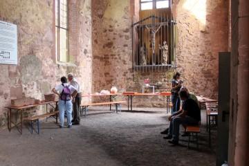Erste Grabungsfunde waren im Kichenchor zu sehen.