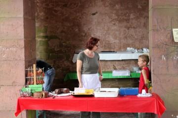 Sonja sorge dafür, dass bis zum Ende des Tages auch das letzte Kuchenstück seinen Abnehmer gefunden hatte.